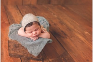 Frederick Baltimore Newborn Photography Mentoring baby blue crate